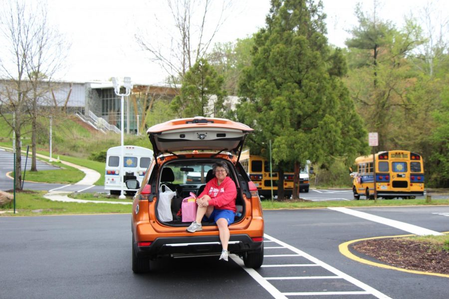 Intermediate school math teacher Sharyn Stein makes a difference by hosting a food drive out her car.